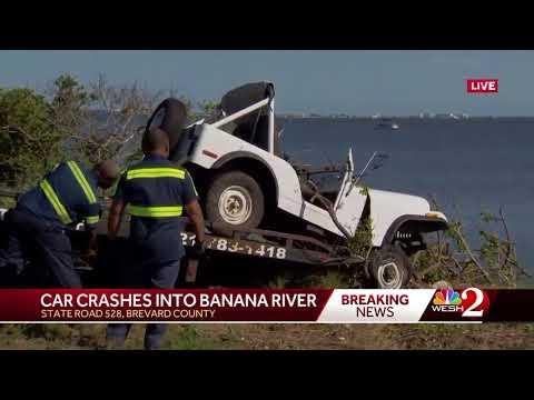 Car crashes into Banana River - YouTube