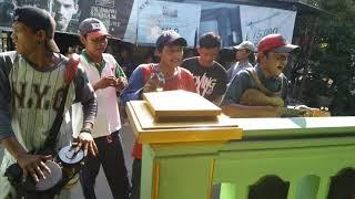 Video Pengamen Cirebon (laki dadi rabi) mantap suara nya gan download MP3, 3GP, MP4, WEBM, AVI, FLV Juni 2018