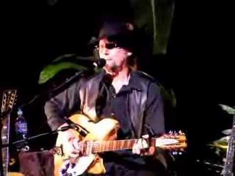 Roger McGuinn sings
