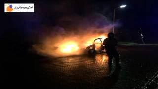 Augustinusga: 45-kilometer auto door brand verwoest