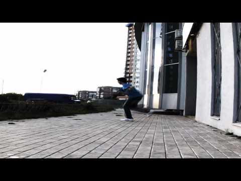 GJL | TSUNAMI vs Colin | 1/16 Finals | Global-Jumpstyle.comKaynak: YouTube · Süre: 1 dakika20 saniye