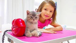 Катя и Макс купают котят