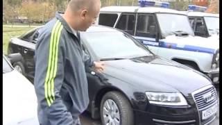 Девушка-инвалид воюет с полицейскими за место на...