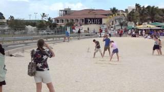 Avião jogando as pessoas no mar de St. Maarten