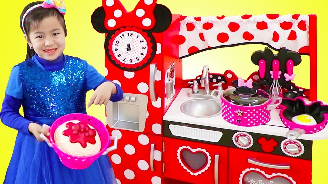 Jannie Pretend Cooking With Giant Minnie Mouse Kitchen Toy Youtube