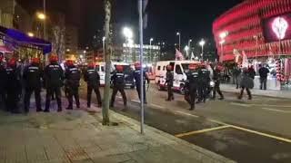 Muere un 'ertzaina' tras los choques con los ultras del Spartak en Bilbao