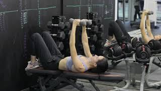 Упражнения с гантелями | Разведение рук с гантелями лежа на горизонтальной скамье