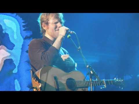 Ed Sheeran - Kiss Me & Tenerife Sea - X Tour - France - Clermont Ferrand - 01/02/2015