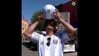 My eyes deceive me! | Maradona lookalike stuns locals in Argentina's La Boca