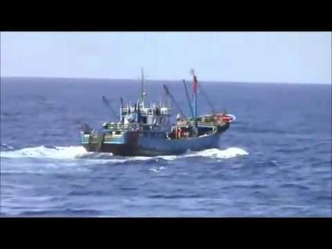 A Chinese fishing boat attacks Japan Coast Guard patrol boat