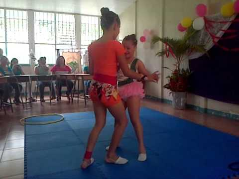 niñas bailando zamba
