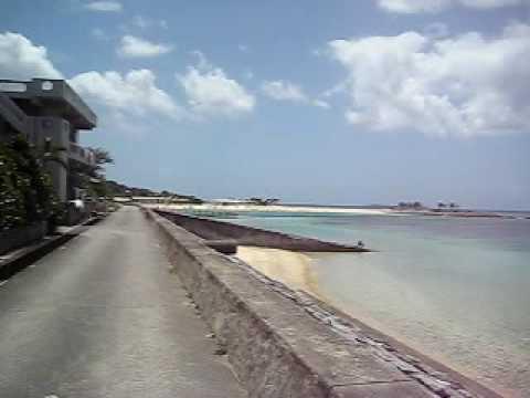 備瀬の海岸線をエメラルドビーチへ向かう