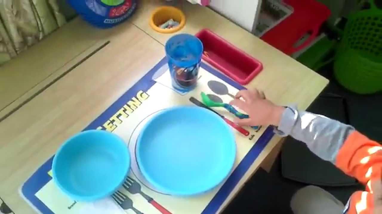 Poner la mesa youtube for Orden de los cubiertos en la mesa