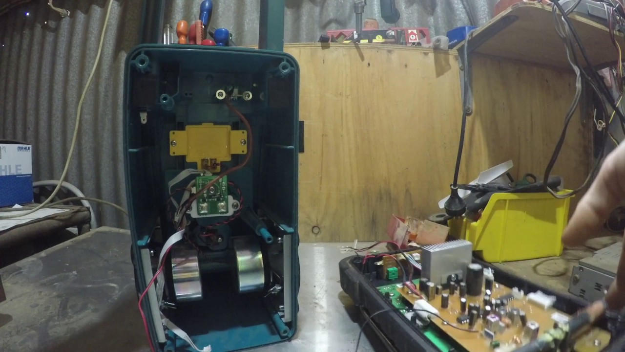 Fixing a Makita radio with 'E' displayed MBR102 (edit