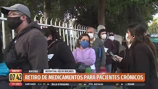 Personas hacen largas filas en Hospital Félix Bulnes para retirar medicamentos