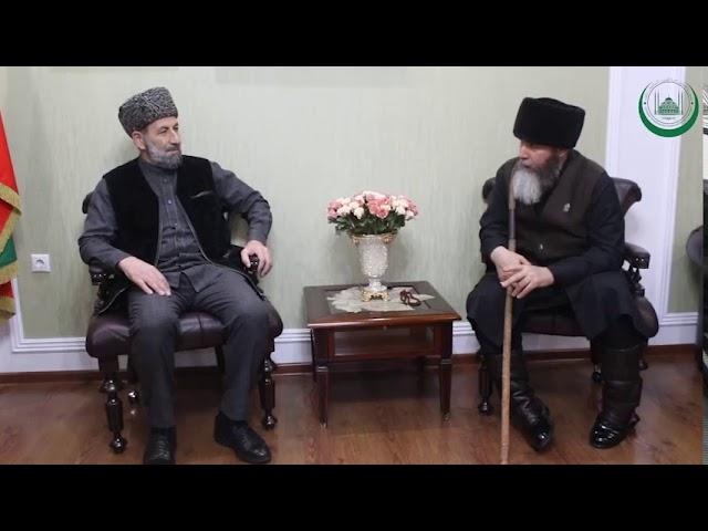 Муфтий ЧР Салах-Хаджи Межиев провел встречу с ректором РИУ имени Кунта-Хаджи Абдурахимом Мутушевым.