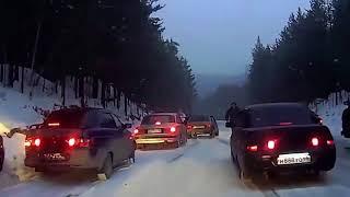 Gambar cover Aptallık mı cesaret mi İşte karda kayan arabalar ve sonuçları