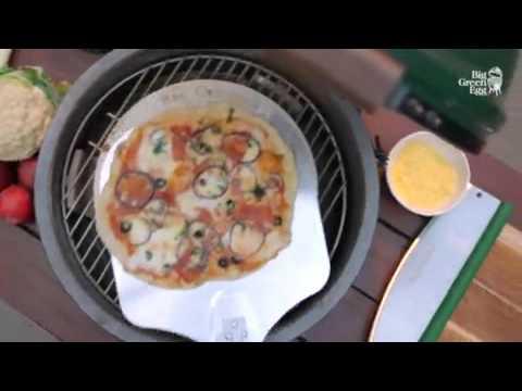 Pizza bakken op de big green egg geels bennekom youtube for Pizza bakken op tafel