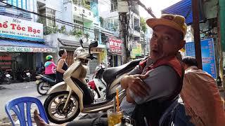 Việt Kiều rơi lệ khi nghe Phỏng vấn người Vượt Biên bất thành bán vé số am hiểu lịch sử SÀI GÒN