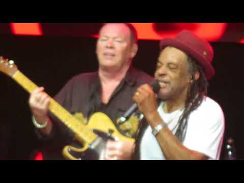 UB40 - Red Red Wine (Santiago-Chile 2017)