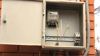 Монтаж электро .щитка/ часть3  ввод(замена начинки вводного узла учёта, полностью переделан щит заменены все автоматы на легран, добавлено..., 2014-01-14T03:48:58.000Z)