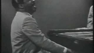 "Erroll Garner in London ""Honeysuckle Rose"""