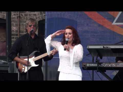 Sheena Easton - Strut - Market Days 2012