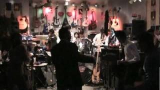 高知市堺町のライブハウスオーレでのライブです。徳弘雅志.