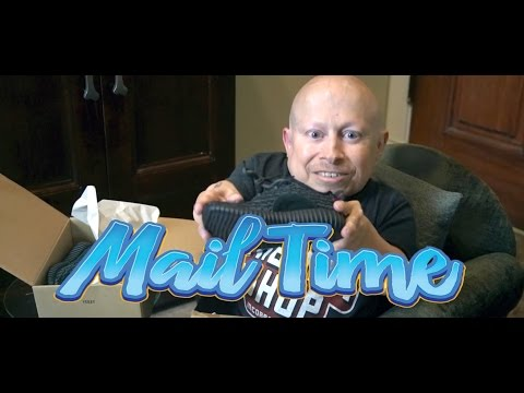 Adidas Yeezy Boost 350! | MailTime #9 Unboxing with Verne Troyer