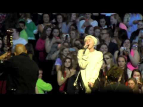 Miley Cyrus Bangerz Tour Soundcheck- Summertime Sadness
