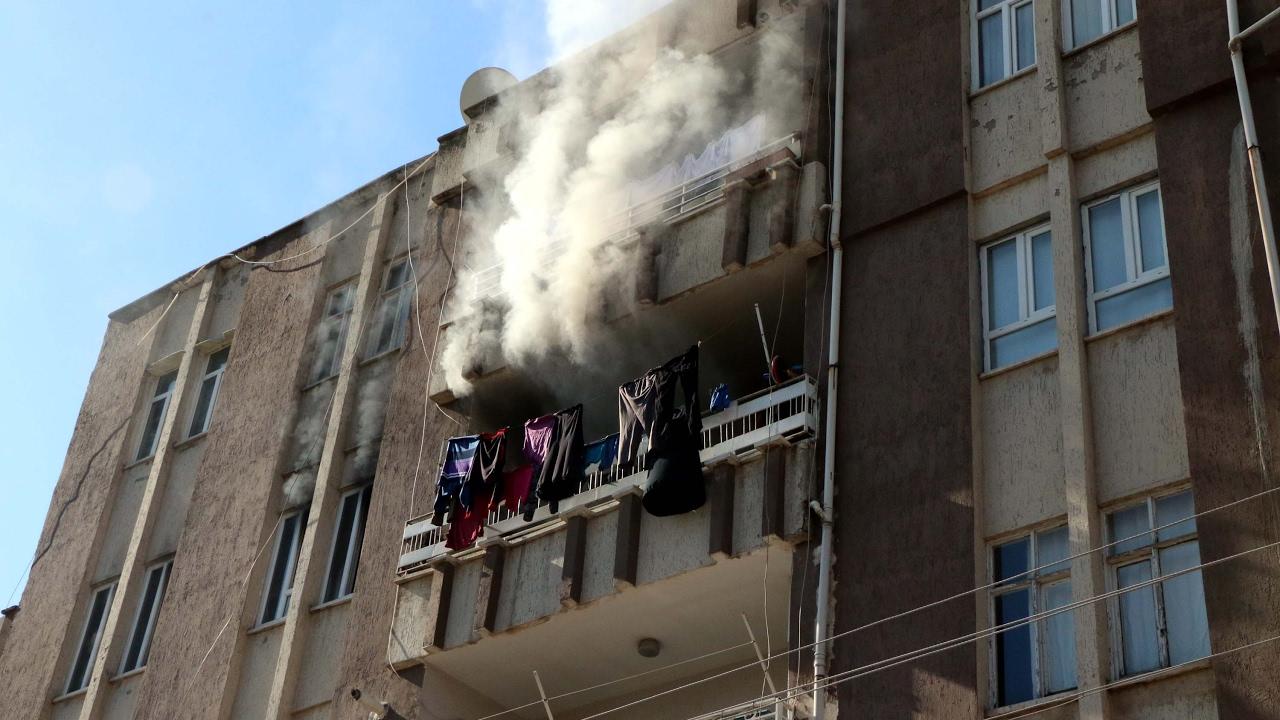 Yangın Çıkan Evde 3 Suriyeli Dumandan Etkilendi