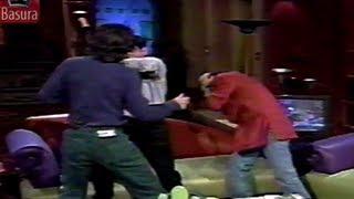 """Adal Ramones golpeado en Otro Rollo por un """"poeta"""""""