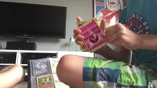 Fynn en Douwe ruilen Pokemon kaarten