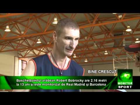 Baschetbalistul arădean Robert Bobroczky are 2,16 metri la 13 ani şi este monitorizat de