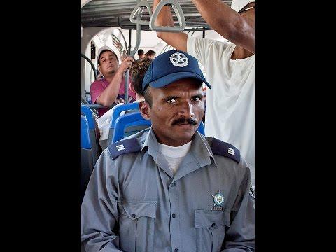 Los Pichy Boys llaman a una estacion de Policia en Cuba por la Muerte de Fidel
