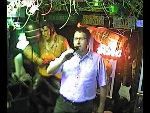 Blinker singt Blau blüht der Enzian im Karaoke Fun Pub Stuttgart http://www.funpub.de