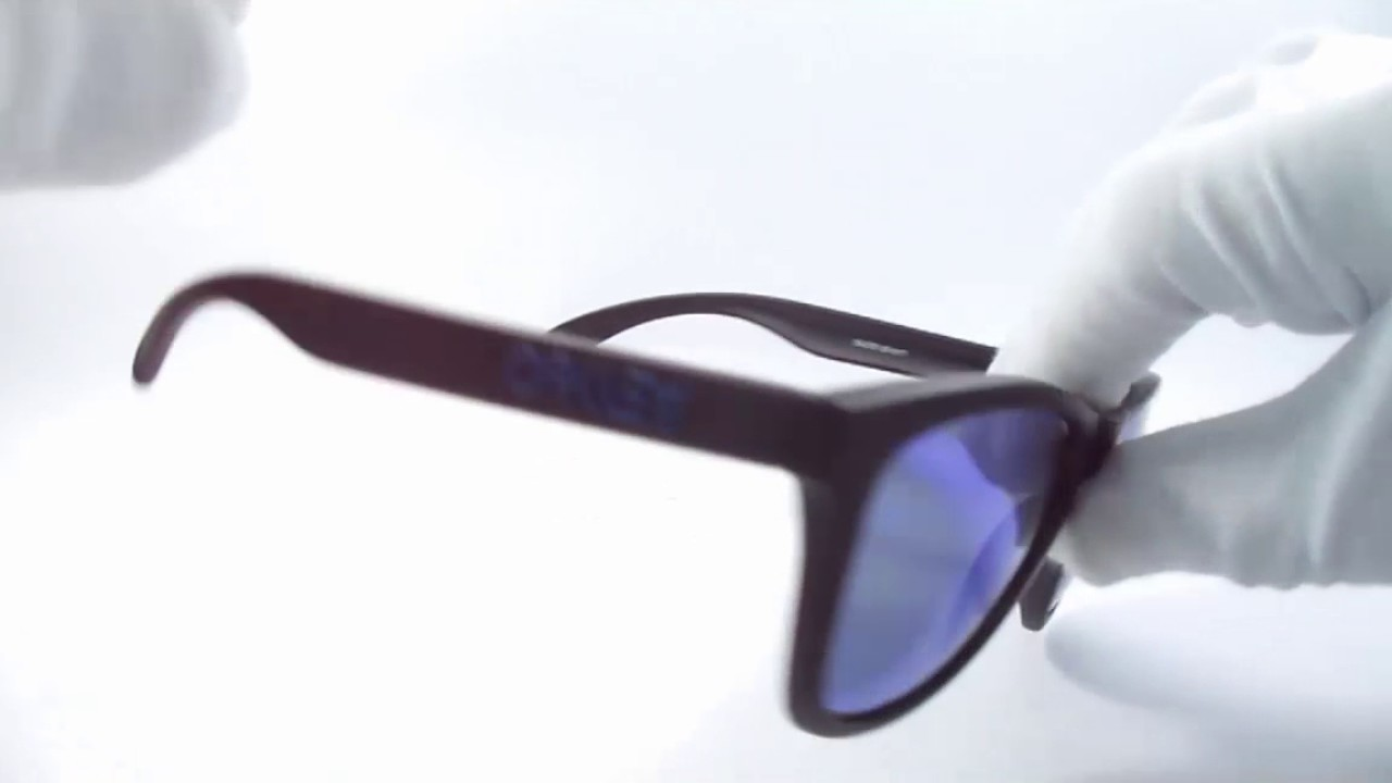 1565f0381ad Lentes De Sol Oakley Revert 95 Blue Iridium Polarized Av0134 - YouTube