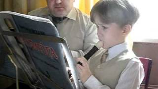 На блокфлейте играет  Глеб Полянский 6 лет 8 мес.