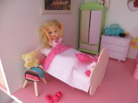 Cómo hacer una cama y almohada para muñecas / How to make a doll bed and pillow