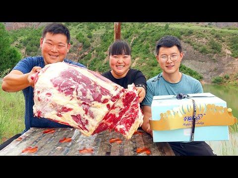 【陕北霞姐】胖星星过生日,霞姐煮大餐,15斤牛排炖一锅,全家欢唱生日歌!