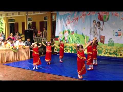 Anh Thơ múa khai giảng 05-09-2013
