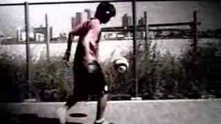 サッカーでもフットサルでも。ピッチの上で「魅了する」テクニックが満...