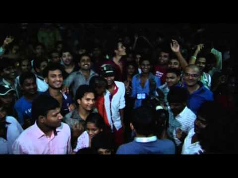 Hrithik Roshan and Vivek Oberoi at chandan cinema for Krrish 3 Travel Video