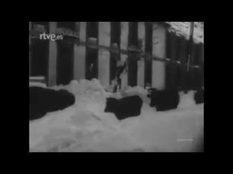En España el NODO de la época destaca los aspectos lúdicos de las heladas y nevadas