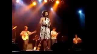 Ana Costa canta Caderneta - A minha nega no show em Brasília.avi