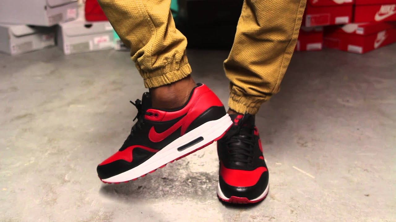 nike air max 1 on feet