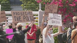 Protesters gather outside JPSO building calling for arrests in police shooting of Modesto Reyes