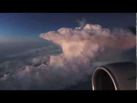 Clip hot - full HD - Một trận sét kinh hoàng được quay trên máy bay