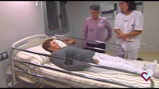 Dormitorio adaptado y prestaciones de la cama volteadora (Hospital Aita Menni)