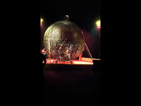 El Gran Circo de Mexico - Globe of Death - 3 riders DEBUT!!!